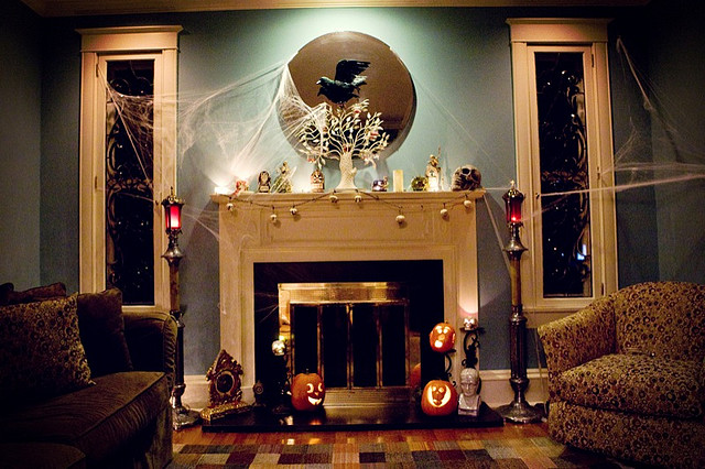 50 awesome halloween decorating ideas fireplace backlight for Awesome halloween decoration ideas