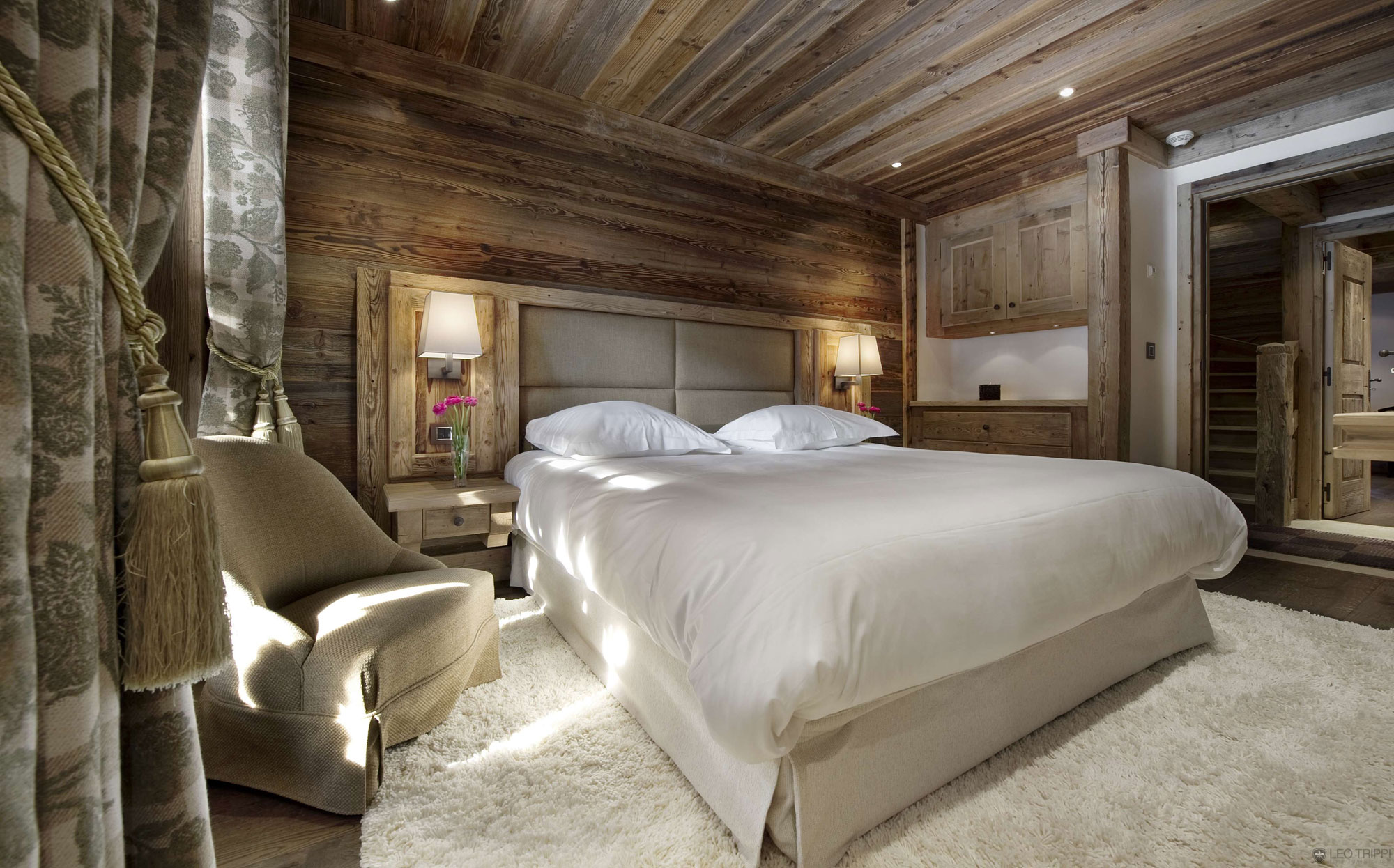 Rustic country home bedroom homedsgn.com