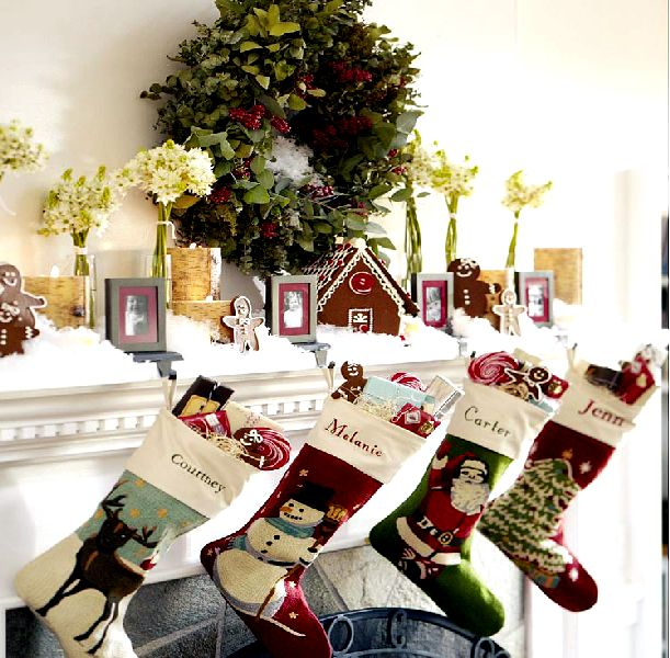 Fireplace decorating for christmas interior design for Christmas home decorations pictures
