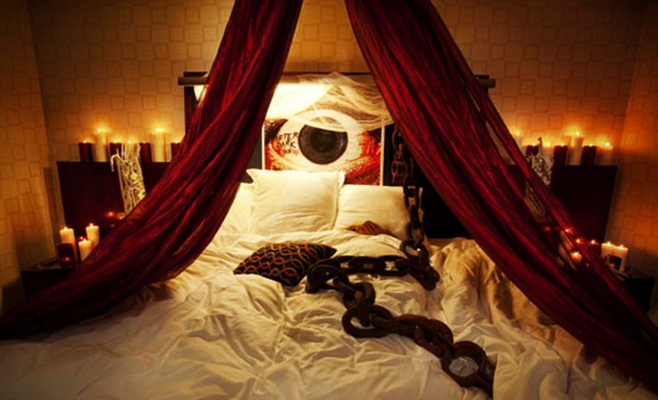 20 Halloween Bedroom Ideas