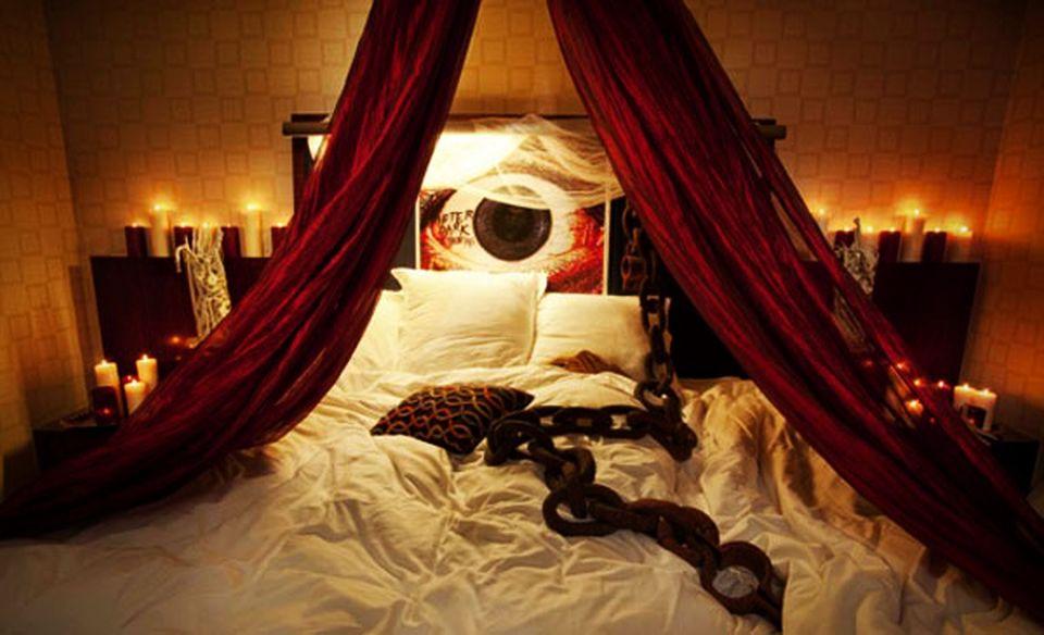20 Halloween Bedroom Ideas