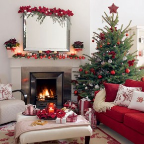 The Christmas Spirit into Your Living Room With Simple Decoration