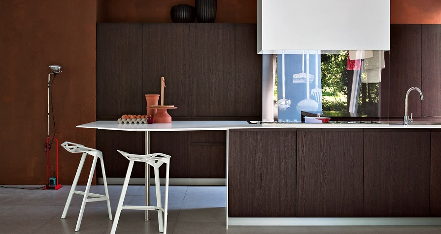 Dark Wood Wit The Seventies Feel Modern Kitchens From Elmar Cucine