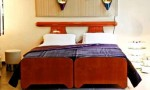 Beautifull Double Bed Betwen 2 Single Bed