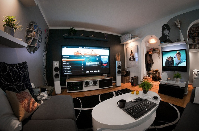 Ultra Modern Man Cave : Home theater setup a massive entertainment