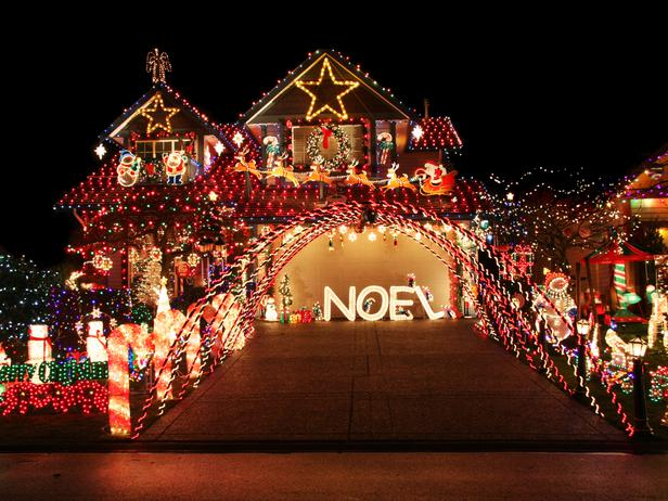 20 Spectacular Holiday Home Light Displays