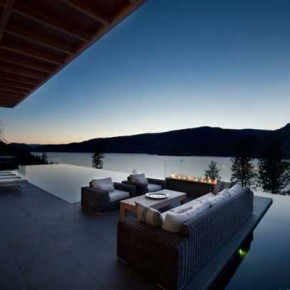 Kelowna House 9 Massive Kelowna House Overlooking a Fantastic Scenery Photo 9