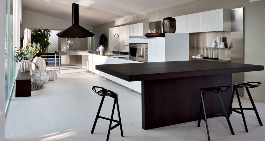 Large warmer kitchen modern kitchens from elmar cucine - Table cuisine moderne design ...