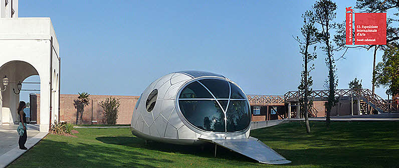 Extremely Futuristic Pod House Concept
