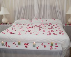 20 Romantic Valentines Day Bedroom Ideas