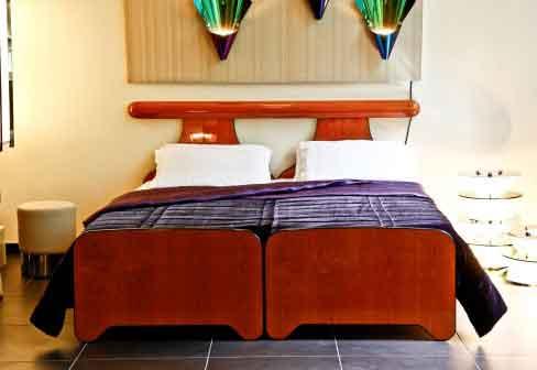 Beautifull Double Bed Betwen 2 Single Bed