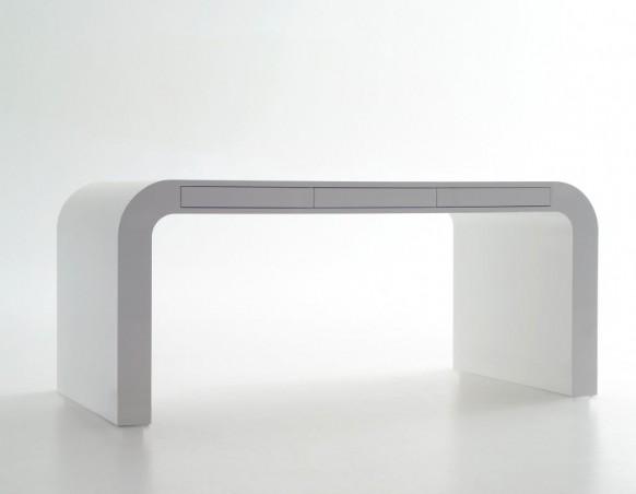 Signalement White Desk 582x452  11 Modern Minimalist Computer Desks  Pict  11